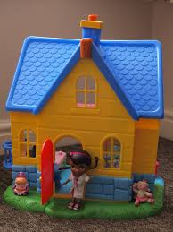 doc mcstuffins playhouse doc mcstuffins doc is in clinic review here come the girls