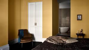 chambre enfilade une chambre à coucher avec une salle de bains en enfilade peinture