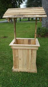 wishing well out of pallets pallet furniture pallets and pallet