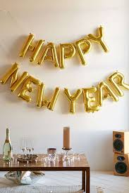 Happy New Year Decorations 2015 by 23 Easy And Budget Friendly New Year Party Decorations Shelterness