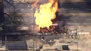 Wildfire Woodland Hills Ca by Fire Erupts After Ladwp Backhoe Strikes 4 Inch Gas Main In