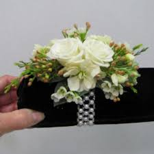 how to make a wristlet corsage a wristlet corsage easy diy wedding flower tutorials