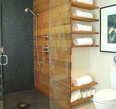 regal badezimmer badezimmer regale wandgestaltung holz glas trennwand duschkabine