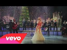 kelly clarkson background singers sings the christmas song on