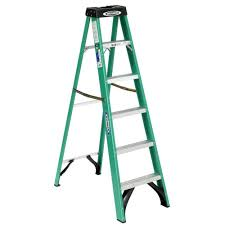 werner 6 ft fiberglass step ladder with 225 lb load capacity