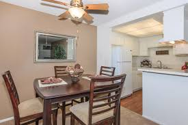 r c briarwood apartment homes availability floor plans pricing spacious kitchen with breakfast bar and gas cooking