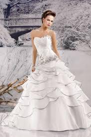 plus robe de mariã e robes de mariée volantées disponibles pour une location volants de