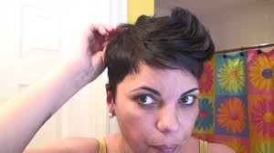 short hair styles with front flips how to style your hair like halle berry spiky pixie haircut part