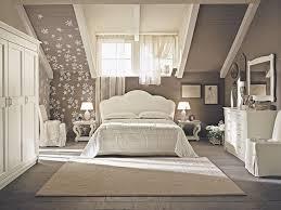 chambre a coucher taupe decoration idées déco chambre coucher taupe combles fleurs 30