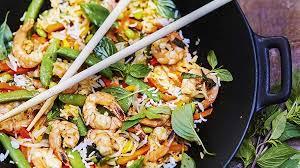 recette de cuisine plat recette riz sauté aux légumes crevettes et basilic thaï recettes
