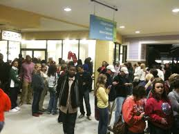 hundreds take advantage of early black friday sales at tanger