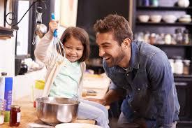 papa cuisine papa et sa fille cuisine en s amusant