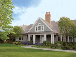 shingle style cottage htons cottages gardens special issue 2010 the shingle