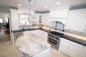granit pour cuisine granit pour plan de travail cuisine fabulous evier en marbre
