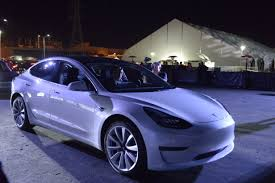 tesla model 3 gets buzz but few people are buying electric cars