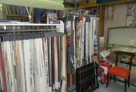 negozi tende lanciano maxicolpo in negozio di tende da sole
