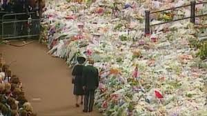 who gave queen flowers after diana u0027s death speaks 20 years on
