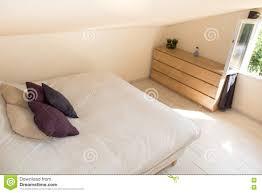 Schlafzimmer Helles Holz Helles Schlafzimmer Im Dachboden Mit Großem Bett Stockfoto Bild