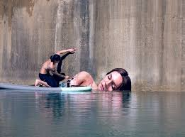 paint places street artist hula uses paddleboard to paint in hard to reach