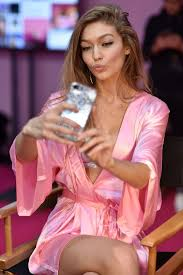 victoria secret hair cut hair and makeup tips from victoria s secret fashion show beauty
