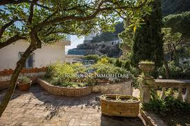 campania villa with direct access to the sea and parking space