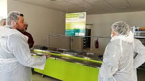 cuisine centrale elior visite de la cuisine centrale communauté de communes du pays de