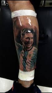 un tucumano hizo el tatuaje que messi le dedicó a antonella