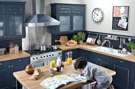 comment repeindre sa cuisine en bois comment renover une cuisine rustique apporter quelques touches