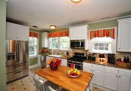 rideaux de cuisine et blanc cuisines rideaux cuisine décoratifs rayures orange vert armoires
