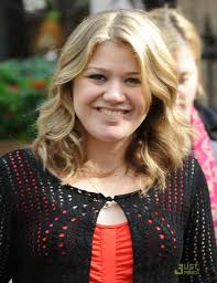 medium length hairstyles for fuller faces shoulder length curly hairstyle for round faces kelly clarkson