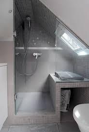 badezimmer mit schräge kleines badezimmer schwarz weiss grau schräge spritzig on moderne