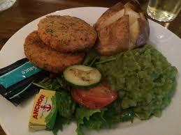 le figaro cuisine fish cakes jacket potato mushy peas picture of le figaro