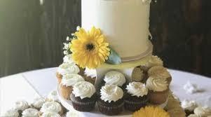diy beautiful hawaiian wedding cake for a celebration themed