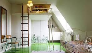 dans une chambre lit mezzanine pour chambre d enfant