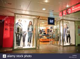 gap thanksgiving sale the gap store stock photos u0026 the gap store stock images alamy