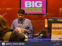 assistant de bureau travelex bureau de change assistant serves currency to passenger at