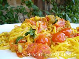 primo piatto con fiori di zucca pasta ai fiori di zucca e pomodorini fragole a merenda fragole a