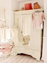White Shabby Chic Bedroom by Best 25 Shabby Chic Wardrobe Ideas On Pinterest French Bedroom