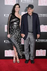 anne hathaway and robert de niro were given different dress codes