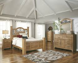 Light Colored Bedroom Furniture Stunning Light Wood Bedroom Set Laredoreads