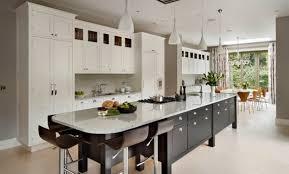 grand ilot de cuisine cuisine avec grand ilot central cheap photo cuisine moderne lot