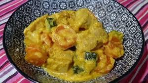 cuisiner courgette jaune curry jaune de poulet aux carottes et courgettes recette par delf745