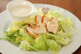 cuisine blanc de poulet blanc de poulet cuit à la laitue frisée et sauce salade aux câpres
