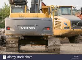 volvo edmonton trucks dumptruck dump truck construction stock photos u0026 dumptruck dump