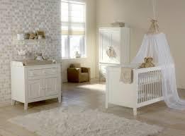 babyzimmer landhausstil gemütliches helles babyzimmer mit einem himmel babybett board