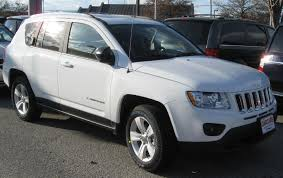 jeep compass white file 2011 jeep compass 02 14 2011 jpg wikimedia commons