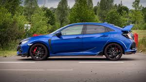 honda civic type r 2017 newmotoring behind the wheel of the 2017 honda civic type r