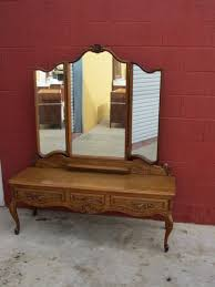 French Antique Bedroom Furniture by Antique Dressers Antique Chest Of Drawers Antique Vanities And
