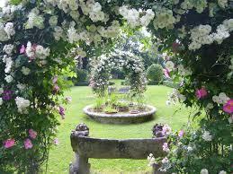 immagini di giardini fioriti giardini rocca d ajello