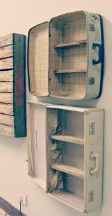 travel theme decor antiguas maletas como estanterías ideas para tus apartamentos de